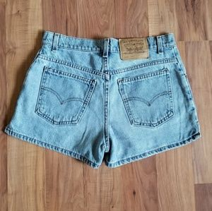 Vintage Levi's Highwaisted Shorts